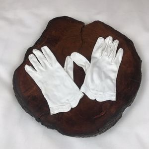 White Gloves Vintage Scalloped Embroidered